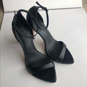 Zara Black pointed heels (7.5)
